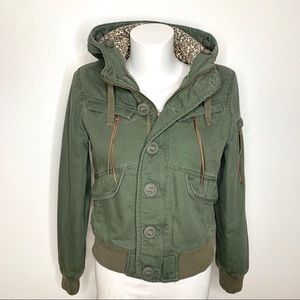 Like new Aritzia utility bomber in army green.